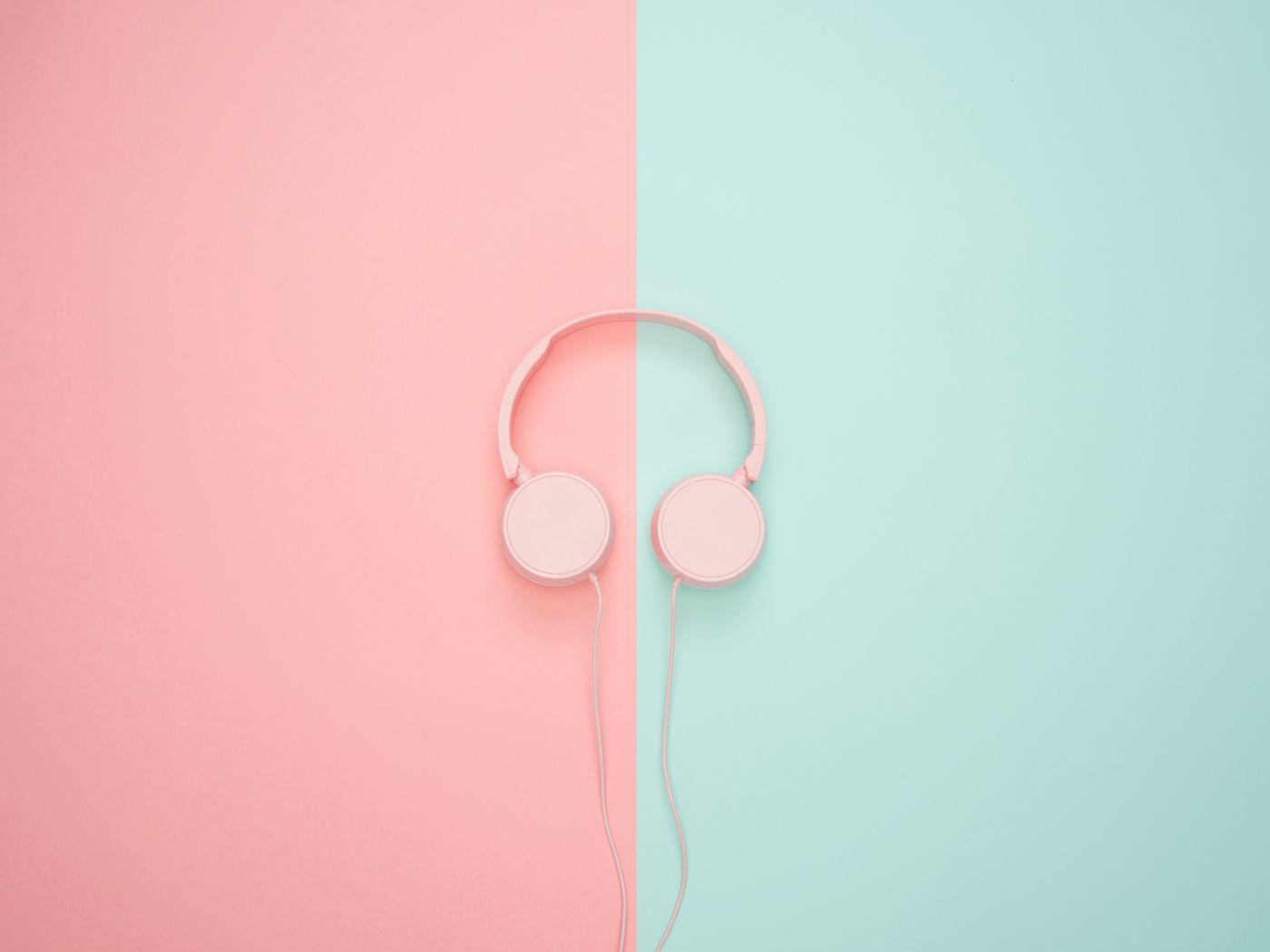 1400x1050 Wallpaper headphones, minimalism, pink, pastel