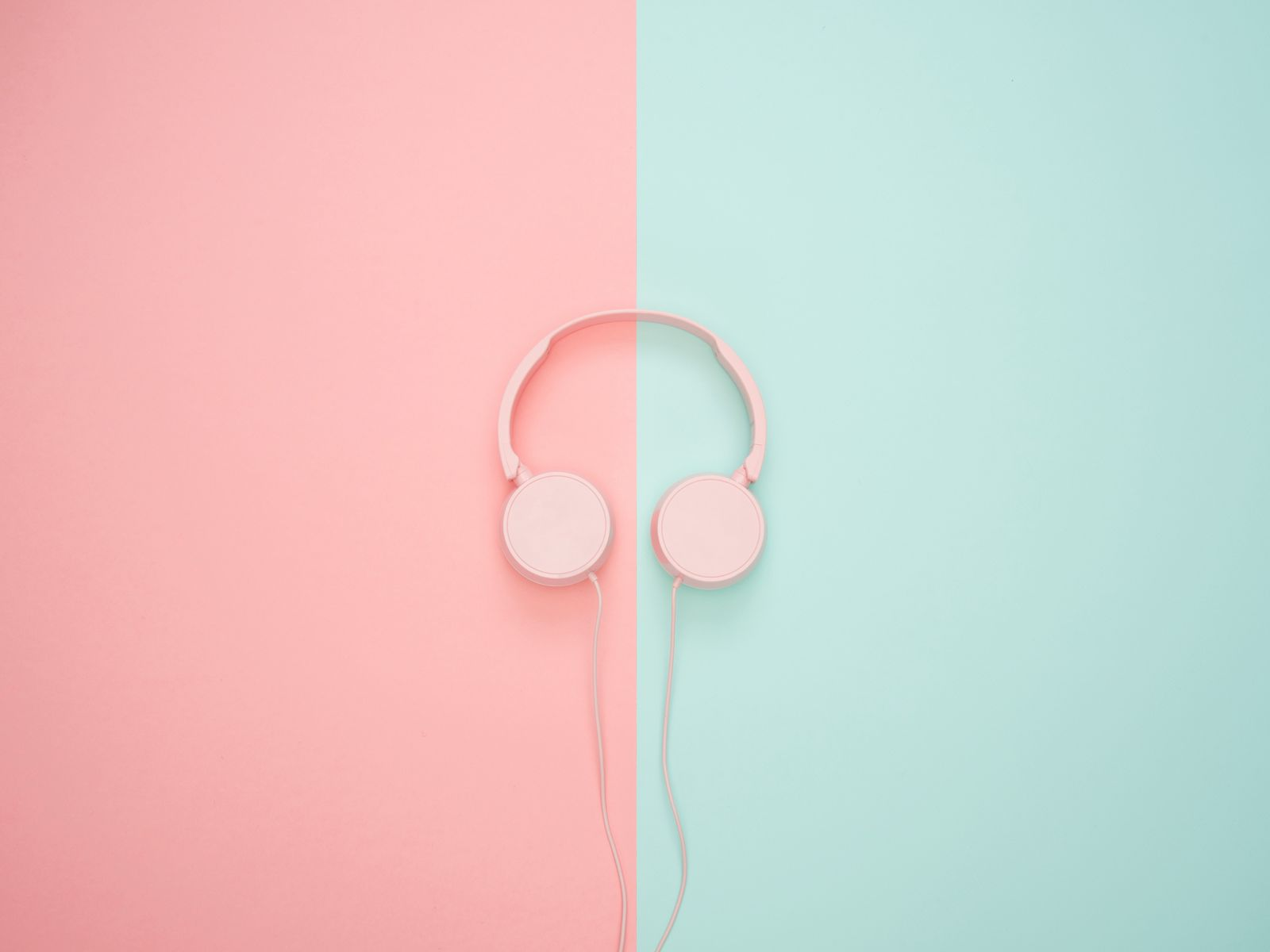 1600x1200 Wallpaper headphones, minimalism, pink, pastel