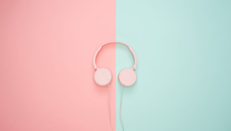 960x544 Wallpaper headphones, minimalism, pink, pastel