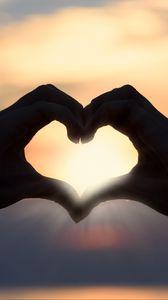 Preview wallpaper heart, hands, sunshine, romance