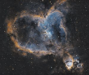 Preview wallpaper heart nebula, nebula, glow, stars, space