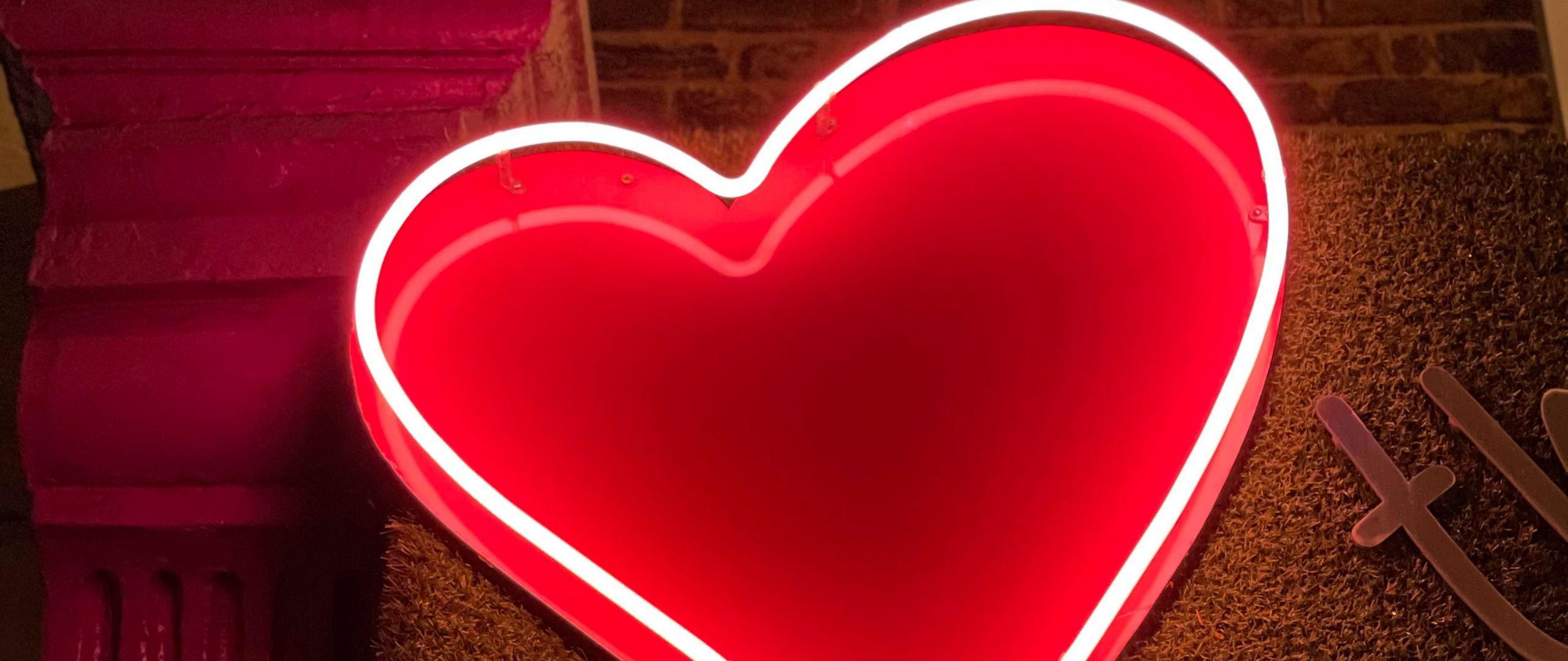2560x1080 Wallpaper heart, neon, light, red, love