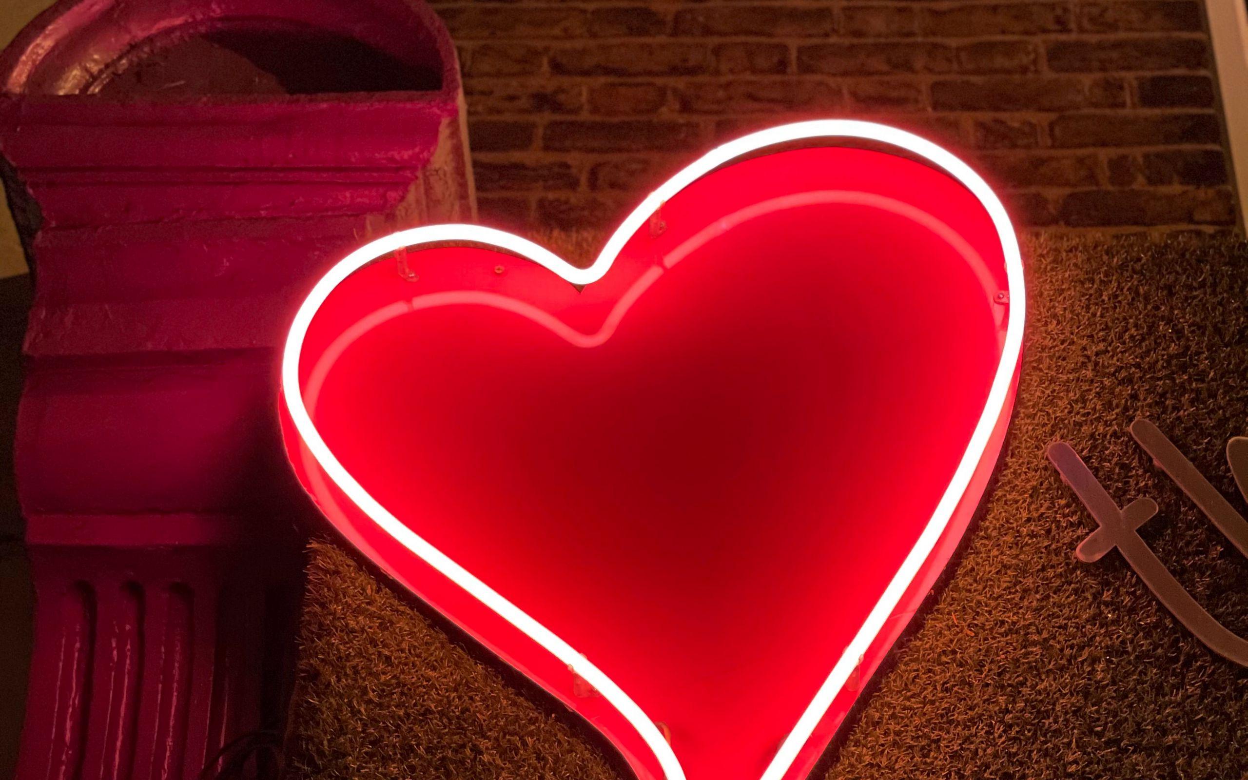 2560x1600 Wallpaper heart, neon, light, red, love
