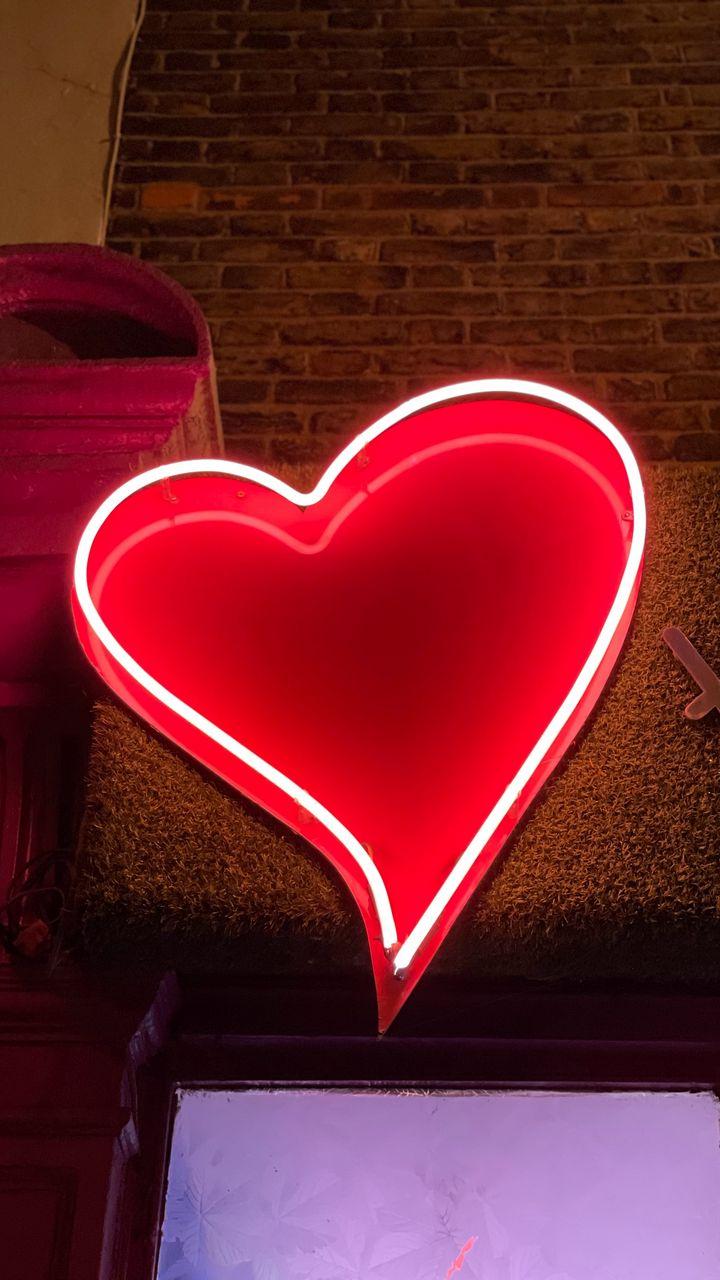 720x1280 Wallpaper heart, neon, light, red, love