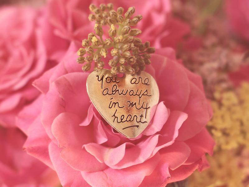 800x600 Wallpaper heart, pendant, love, inscription, confession, romance