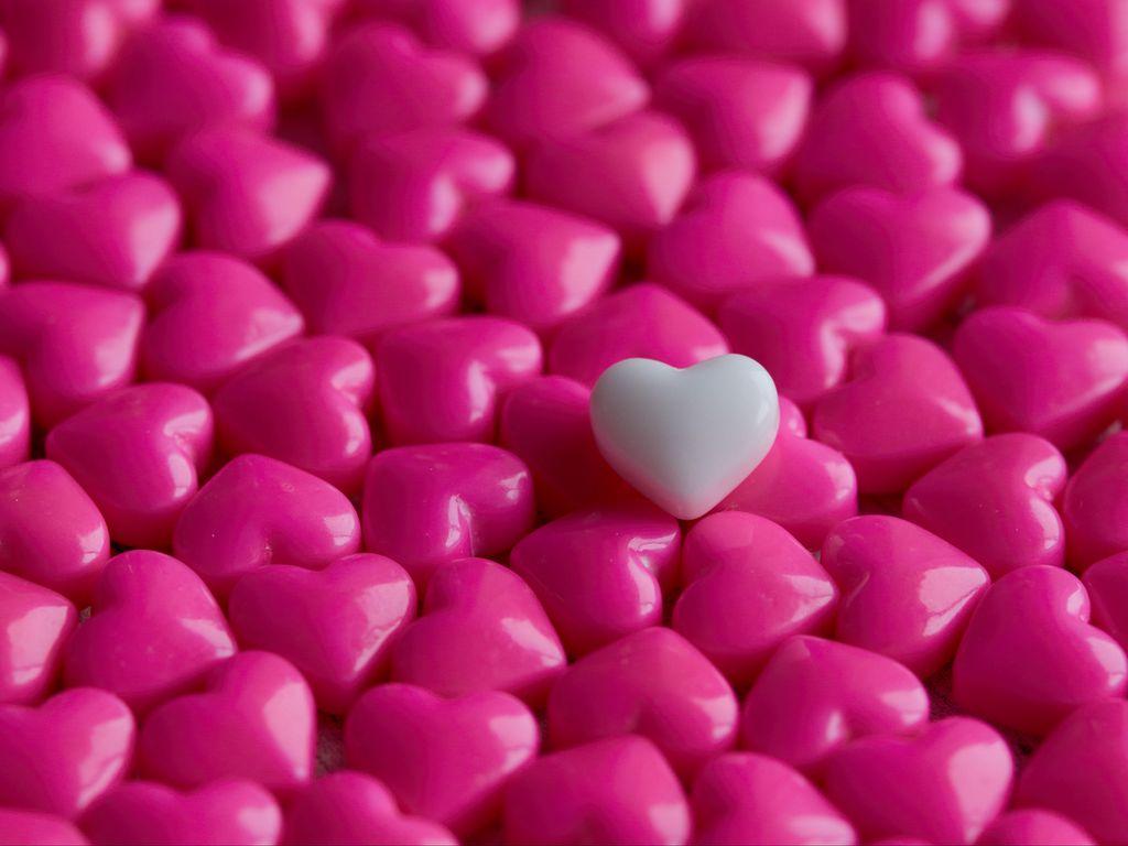 1024x768 Wallpaper hearts, candy, macro, love