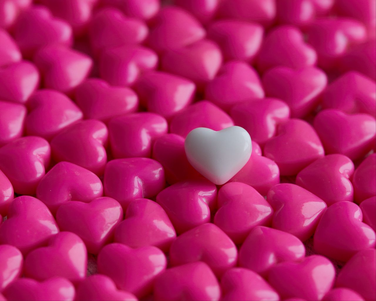 1280x1024 Wallpaper hearts, candy, macro, love