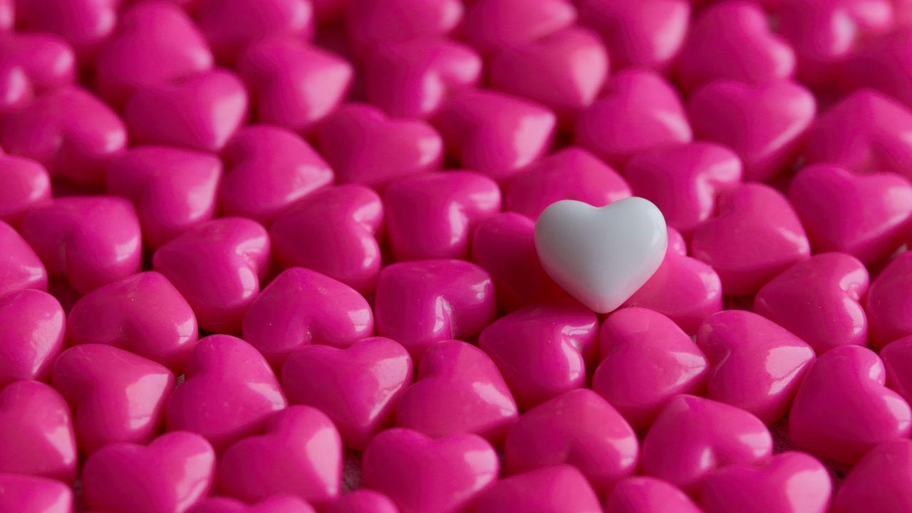 1280x720 Wallpaper hearts, candy, macro, love
