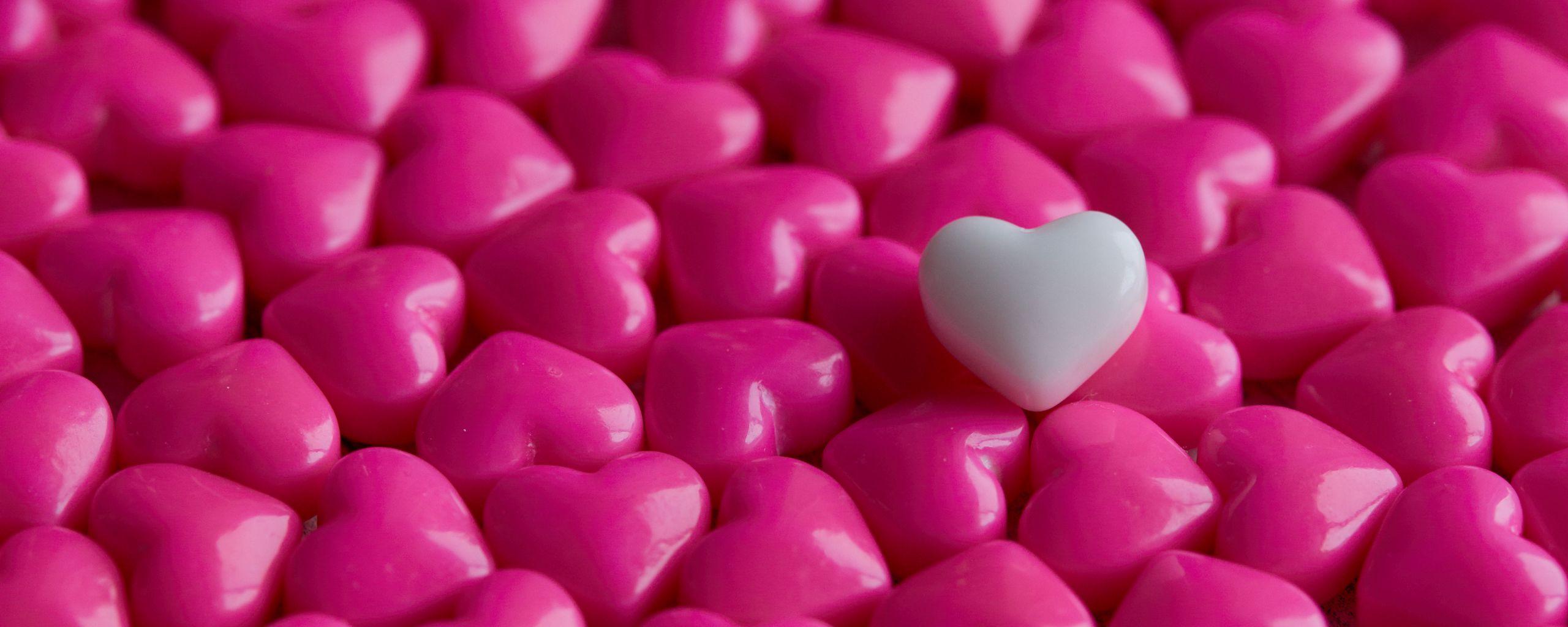 2560x1024 Wallpaper hearts, candy, macro, love