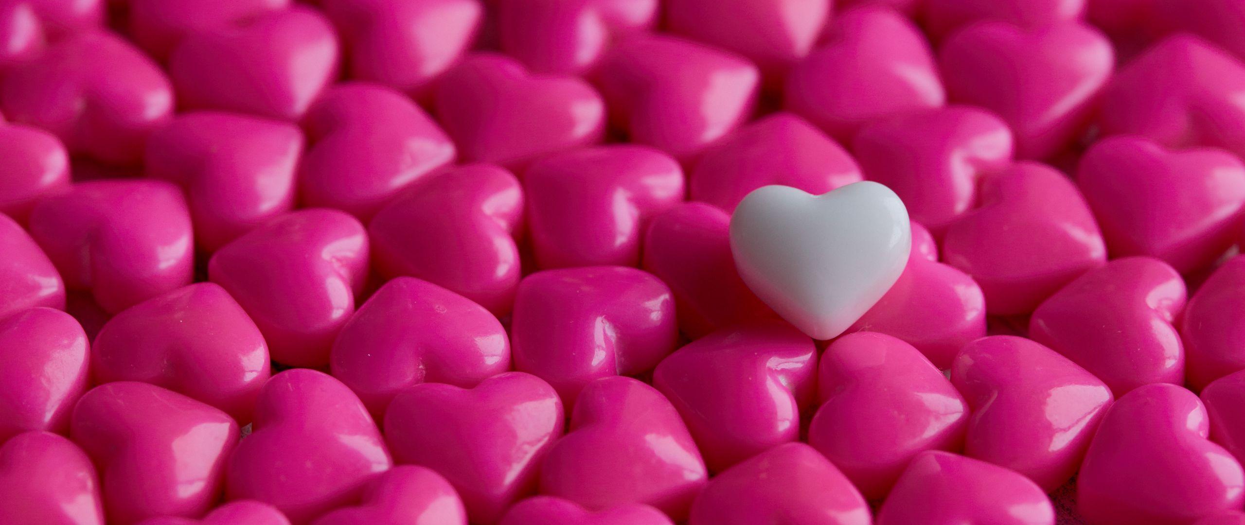 2560x1080 Wallpaper hearts, candy, macro, love