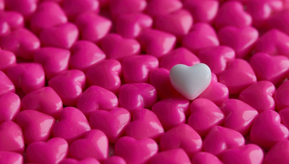 960x544 Wallpaper hearts, candy, macro, love