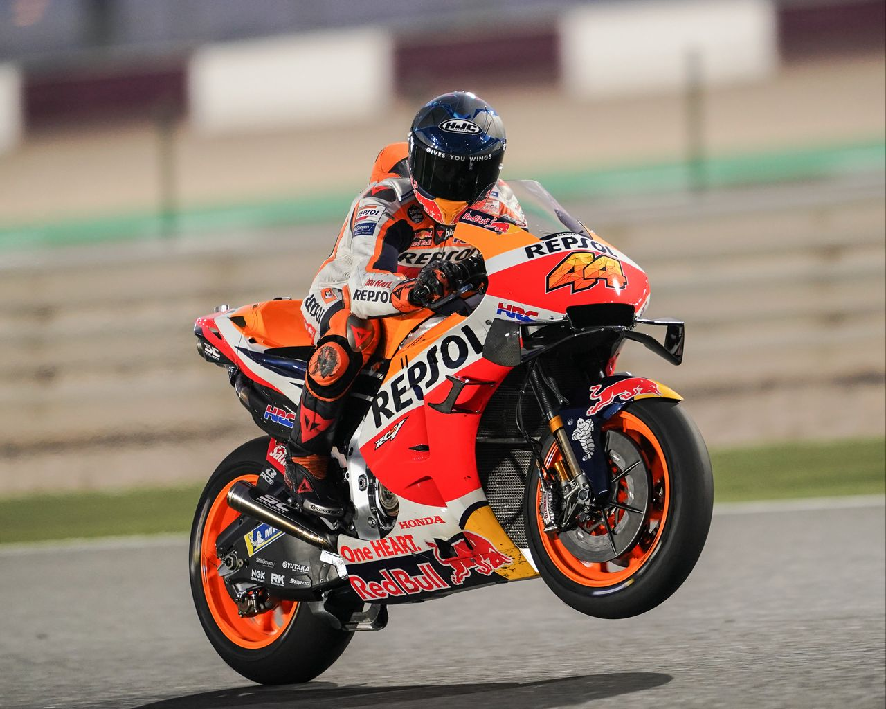 1280x1024 Wallpaper honda, motorcycle, motorcyclist, helmet, speed, track, orange