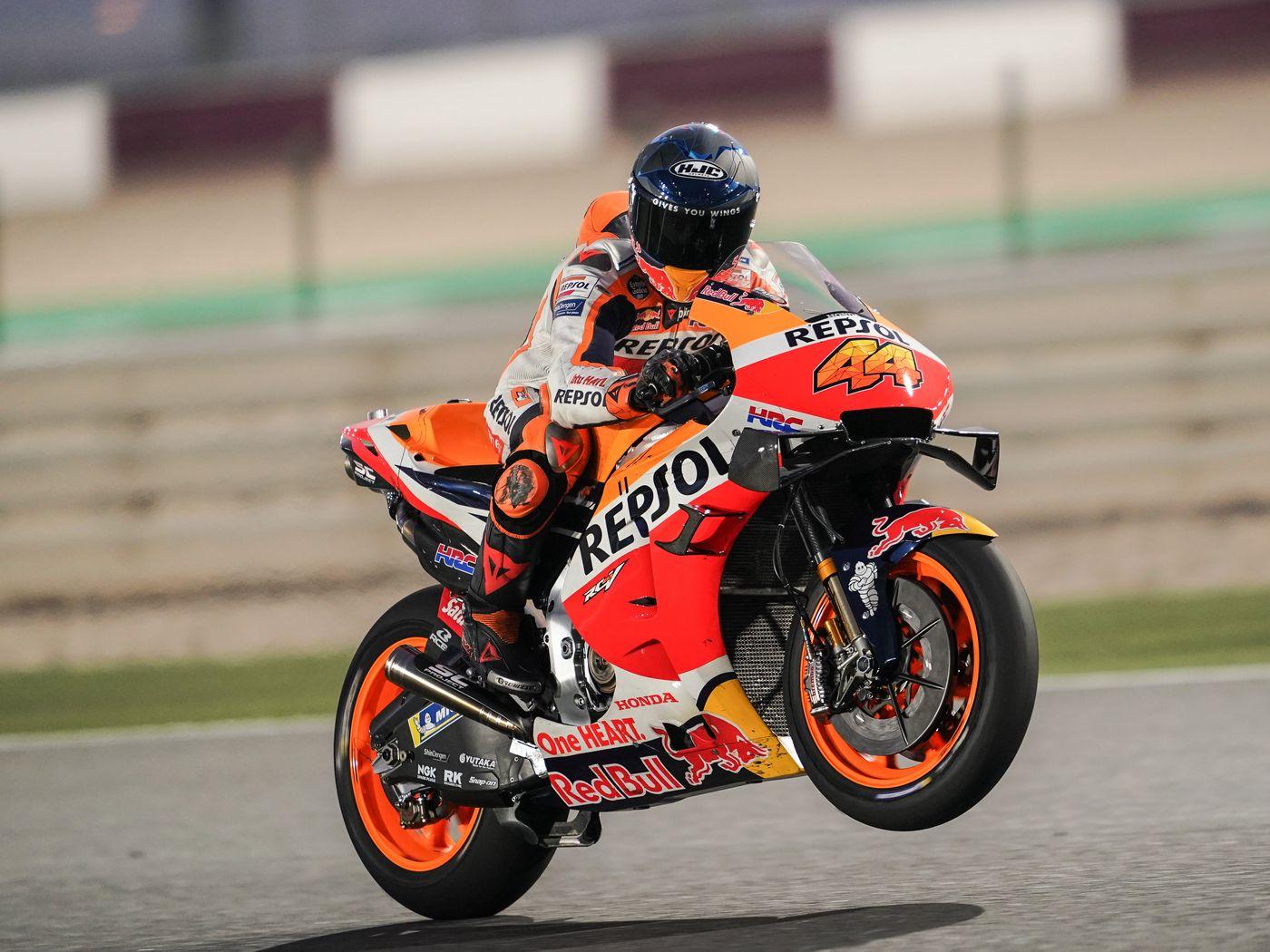 1400x1050 Wallpaper honda, motorcycle, motorcyclist, helmet, speed, track, orange