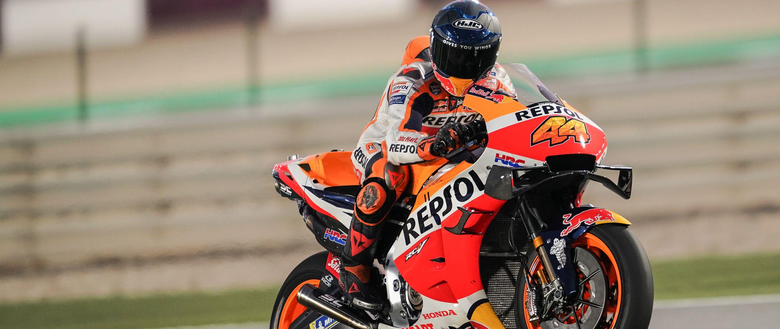 2560x1080 Wallpaper honda, motorcycle, motorcyclist, helmet, speed, track, orange