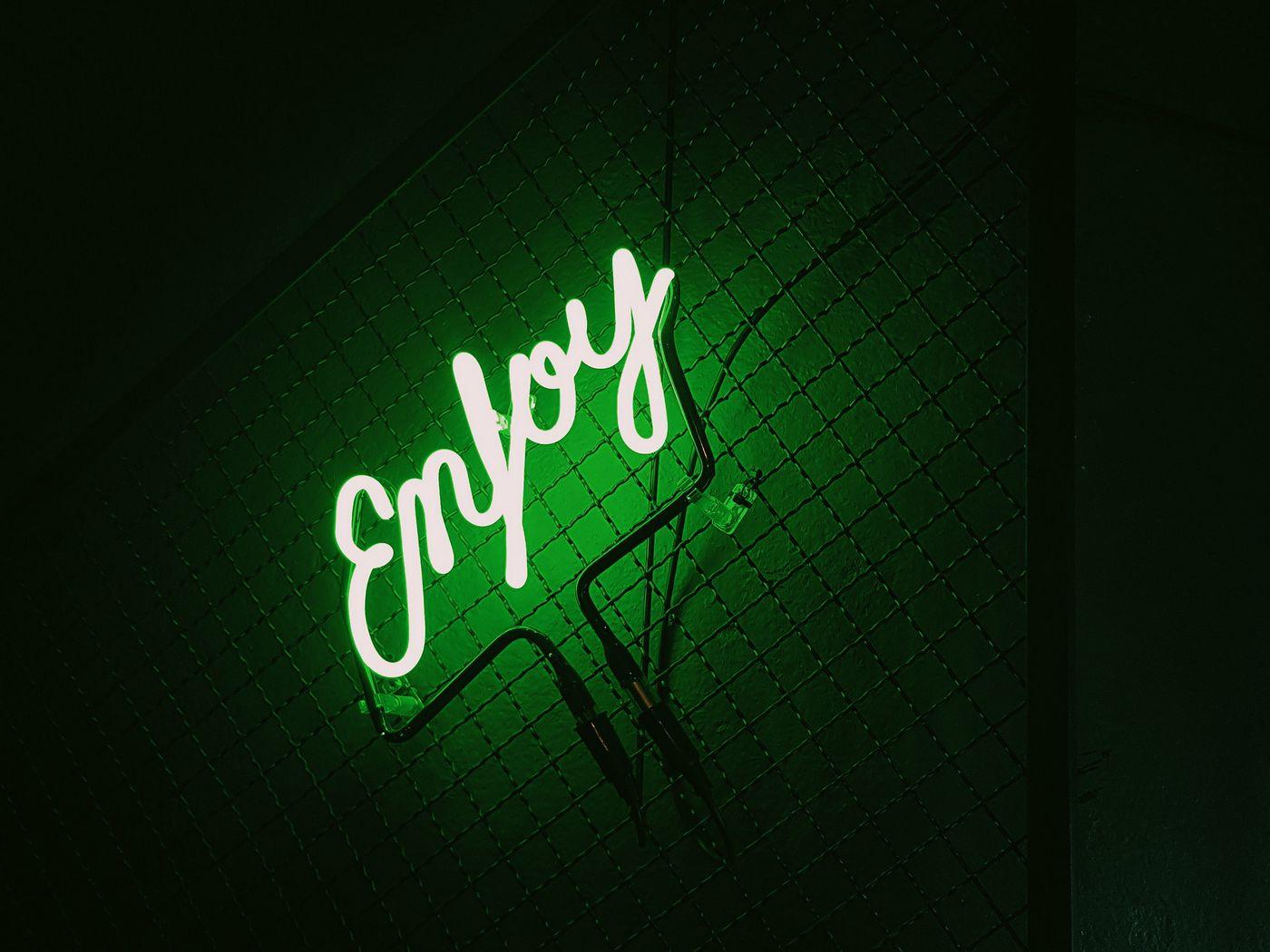 1400x1050 Wallpaper inscription, neon, backlight, green, dark