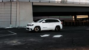 Preview wallpaper jeep grand cherokee, jeep, car, suv, white, parking