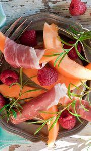 Preview wallpaper jamon, ham, melon, raspberry
