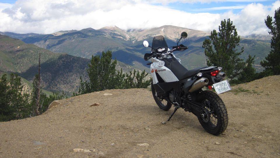 960x544 Wallpaper ktm, motorcycle, bike, moto, white, cliff