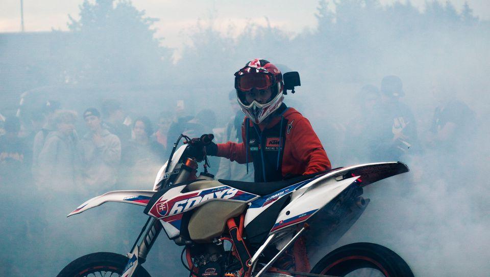 960x544 Wallpaper ktm, motorcycle, bike, motorcyclist, smoke, drift, moto