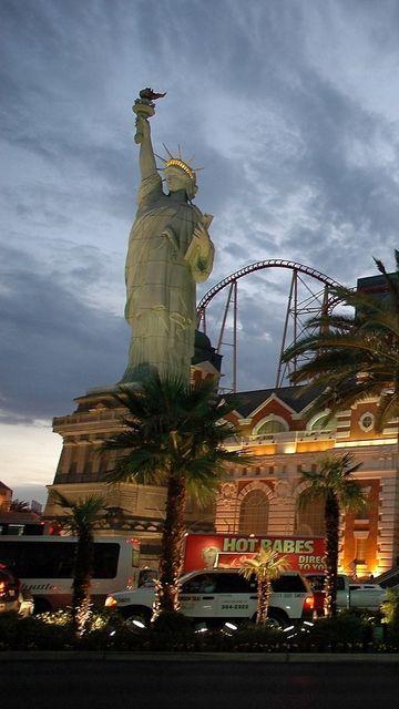 360x640 Wallpaper las vegas, statue of liberty, entertainment, city, night