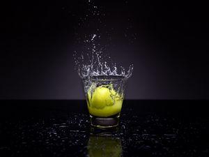 Preview wallpaper lemon, glass, water, spray