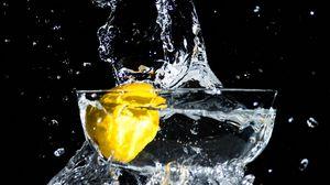Preview wallpaper lemon, spray, water, moment