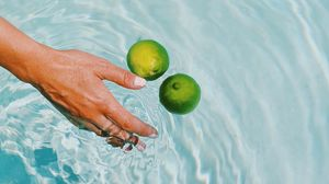 Preview wallpaper lime, citrus, fruit, hand, water, spray
