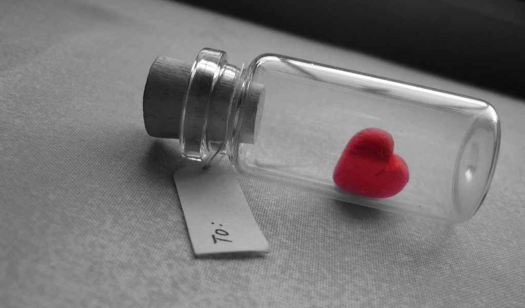 1024x600 Wallpaper love, heart, bank, tag, glass, silver