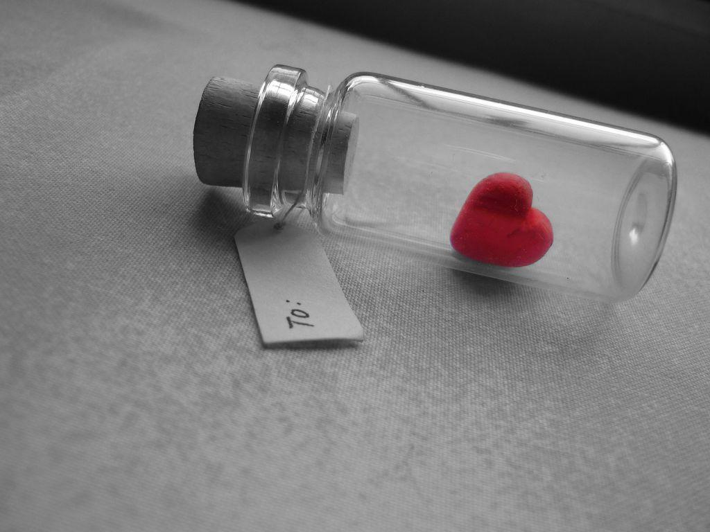 1024x768 Wallpaper love, heart, bank, tag, glass, silver