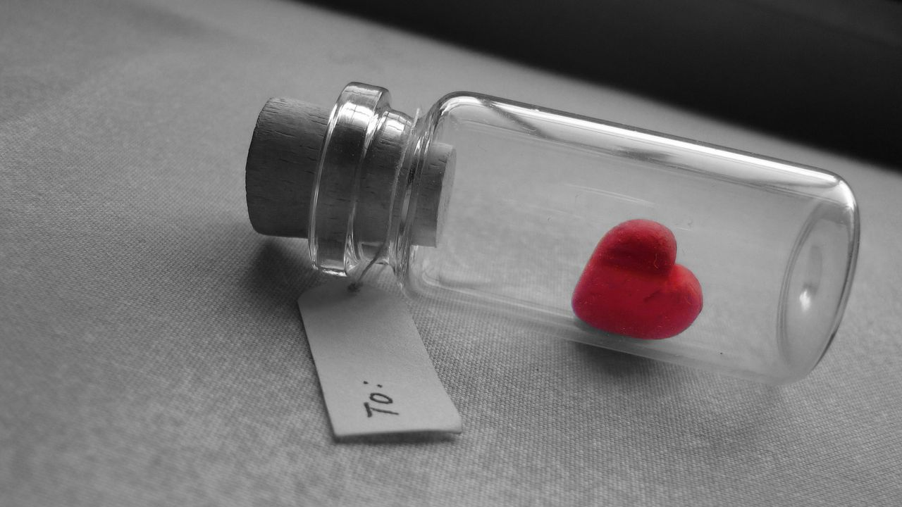 1280x720 Wallpaper love, heart, bank, tag, glass, silver