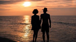 Preview wallpaper love, romance, relationships, sea, summer, couple, girl, man, hands, sunset, sun, sky, dusk