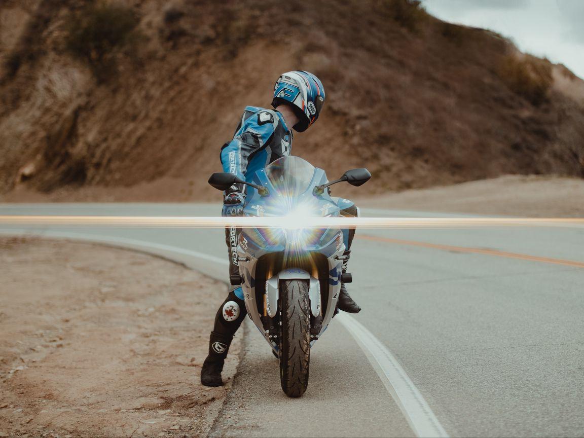1152x864 Wallpaper motorcycle, motorcyclist, bike, sport bike, light