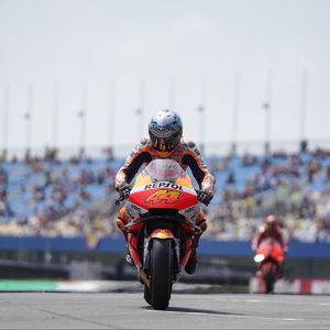 Preview wallpaper motorcycle, red, motorcyclist, race