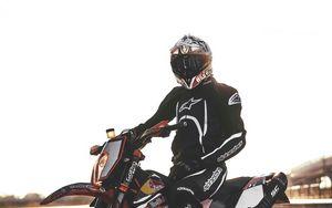 Preview wallpaper motorcyclist, motorcycle, helmet