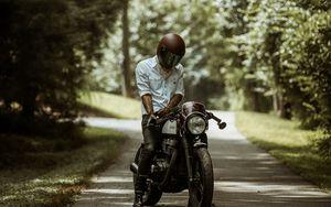 Preview wallpaper motorcyclist, motorcycle, helmet, road, summer