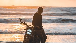 Preview wallpaper motorcyclist, motorcycle, silhouette, sunset, loneliness
