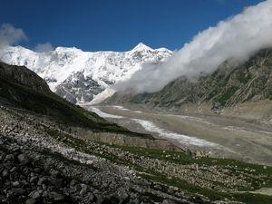 Preview wallpaper mountains, haze, fog, stones