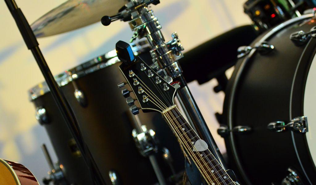 1024x600 Wallpaper musical instrument, music, percussion, guitar