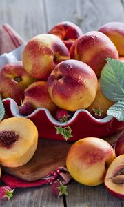 Preview wallpaper nectarines, fruit, plate, raspberry