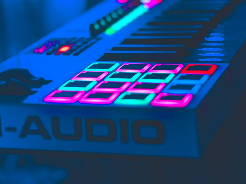 800x600 Wallpaper neon, key, instrumental, audio