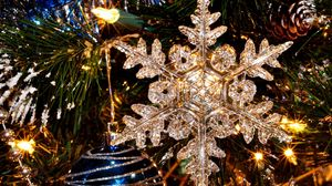Preview wallpaper new year, holiday, tree, snowflake, christmas toys, close-up