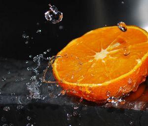Preview wallpaper orange, half, water, splashes, citrus