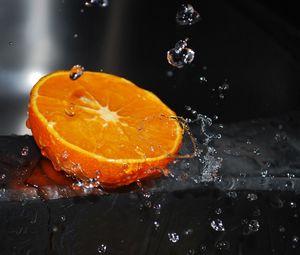 Preview wallpaper orange, segment, splashes, water