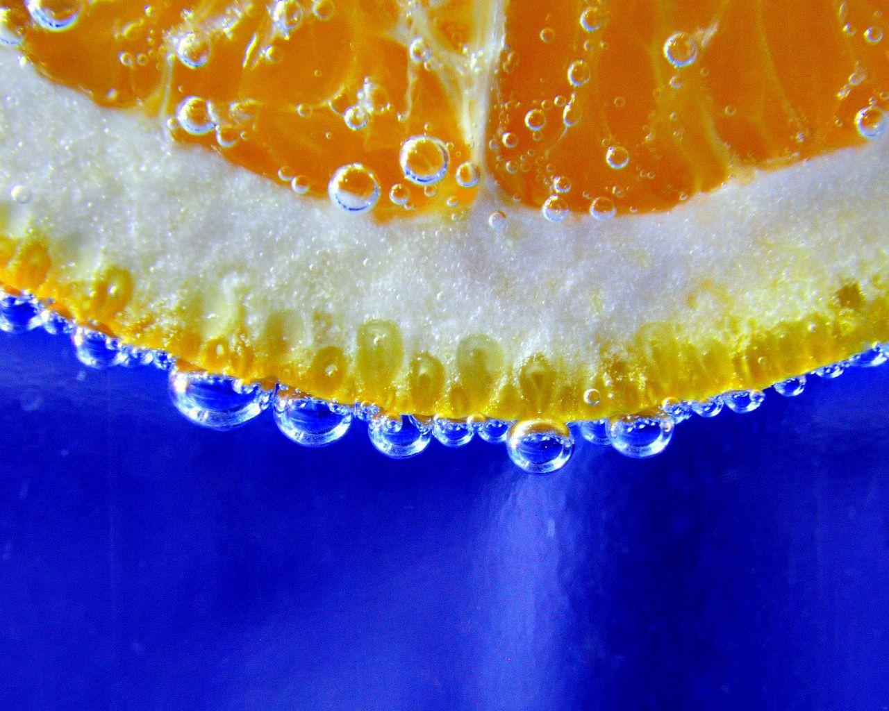 1280x1024 Wallpaper orange, slice, drop, macro