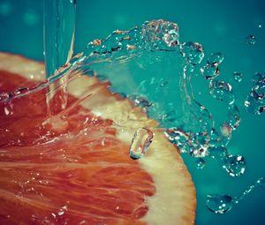 Preview wallpaper orange, slice, spray, water, fruit