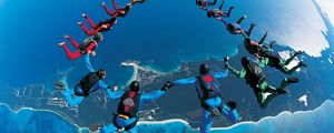 Preview wallpaper parachute jump, synchronously, beautifully