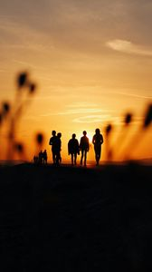Preview wallpaper people, silhouettes, friends, sunset, dark
