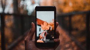 Preview wallpaper phone, sheet, autumn, maple, hand