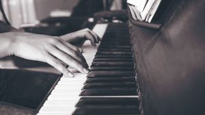 Preview wallpaper piano, hands, keys, bw