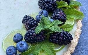 Preview wallpaper pie, berries, blackberries, blueberries, mint